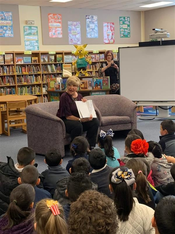 Mayor Betsy Price visits South Hills First Graders