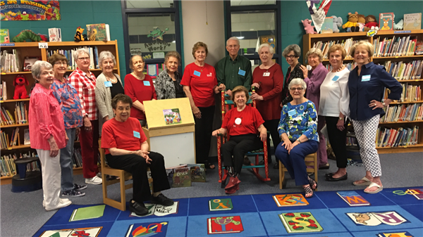 Fort Worth Opera/Red Oak volunteers  read to Kindergarten