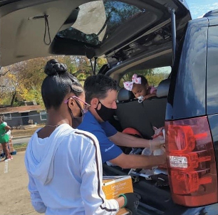 Hundreds of Fort Worth ISD Families Receive Thanksgiving Dinners In Drive-Through Giveaway