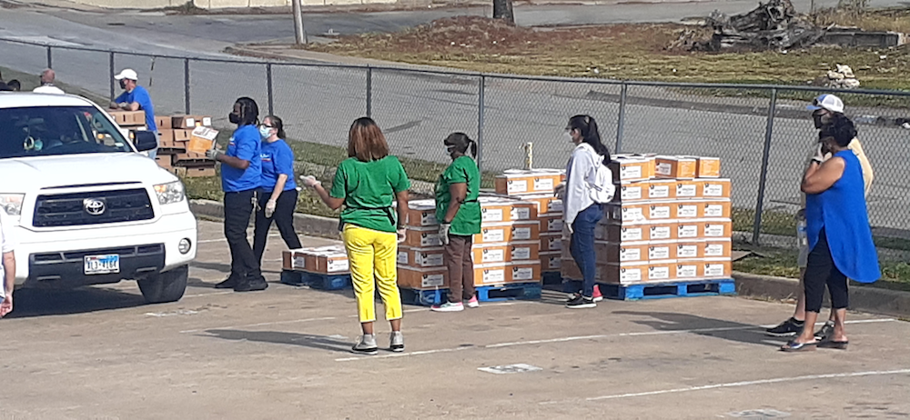 700 Fort Worth ISD Families Receive Thanksgiving Meals in Drive-Through Event