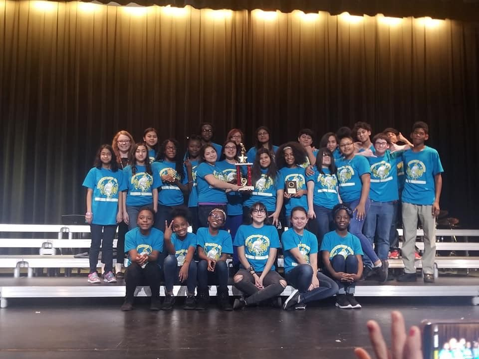 WMS Show Choir Earn Top Rating at Competition